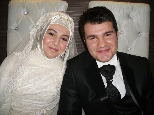 Tarık ve Esra Evlendi…